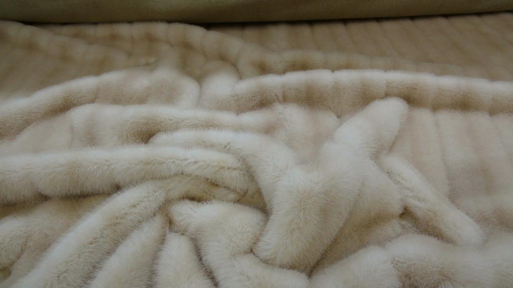 stoffbook stoff stoffe als meterware portofrei beige italienisch designer nerzfell. Black Bedroom Furniture Sets. Home Design Ideas